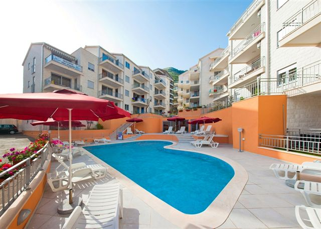 2 bedroom apartment in development with swimming pool