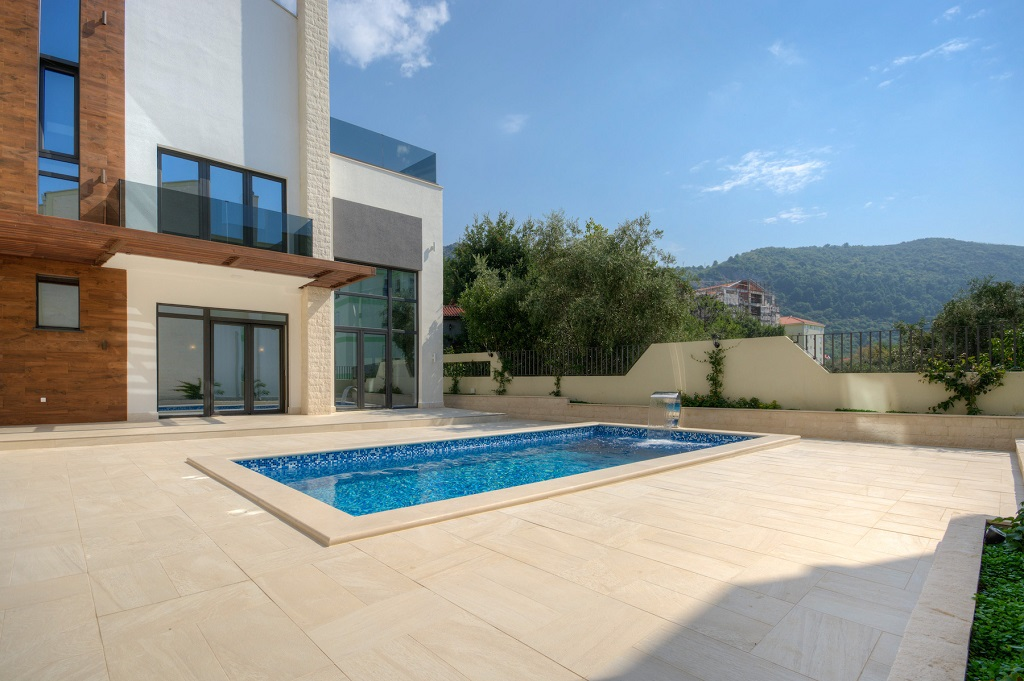 The villa with outdoor pool in Budva
