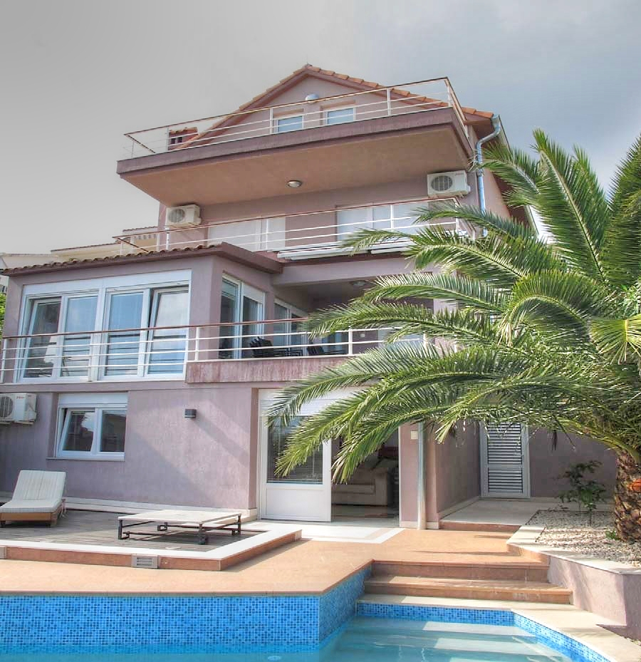 Waterfront villa with outdoor swimming pool in Kotor Bay