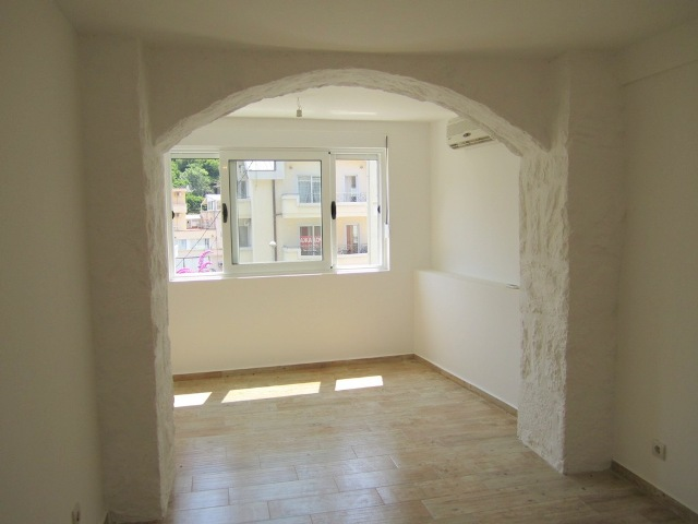 Two bedroom apartment with courtyard in Becici