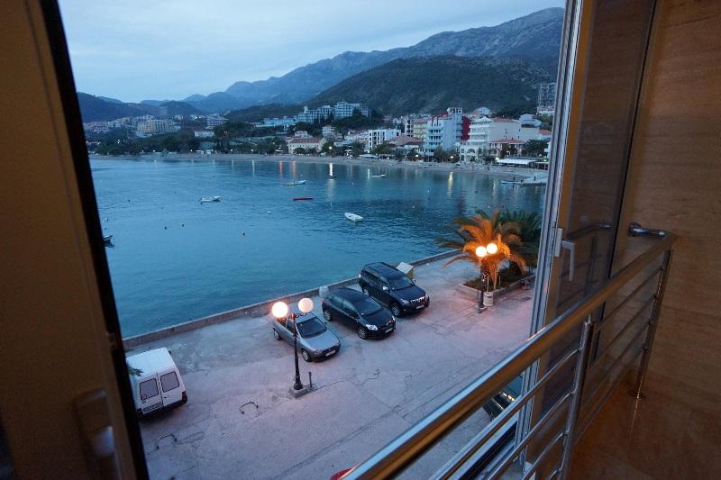 Waterfront apartment in Rafailovici