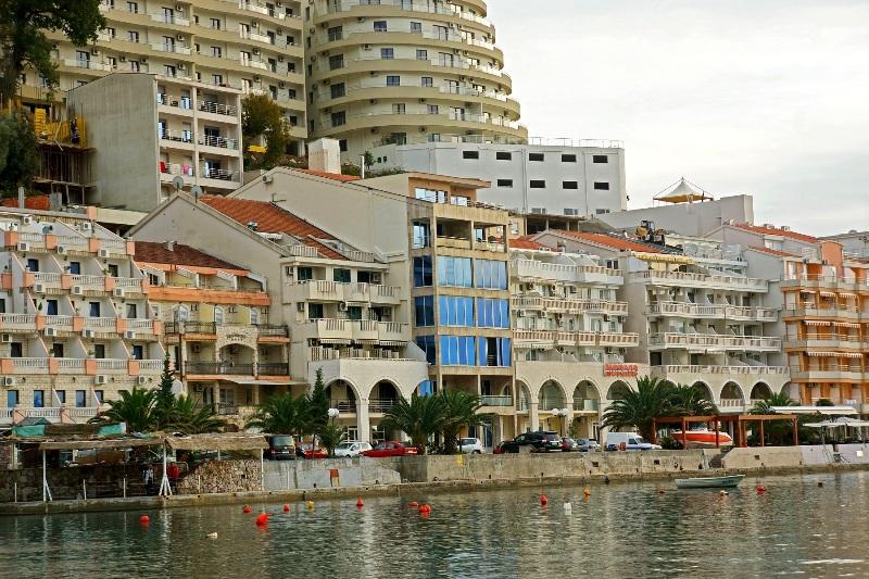 Duplex steps away from the sea in Rafailovici