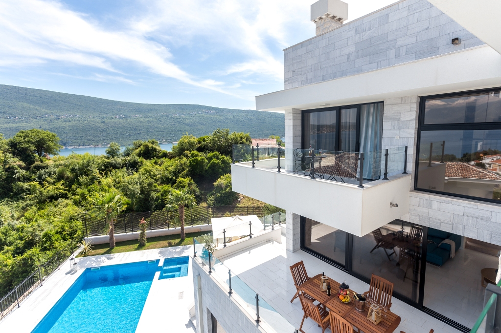 Brand new villa with outdoor pool in Kotor Bay