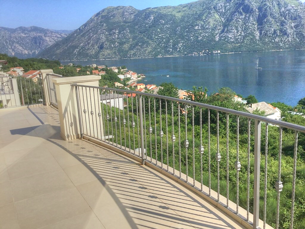 3 bedroom penthouse in residential development with pool