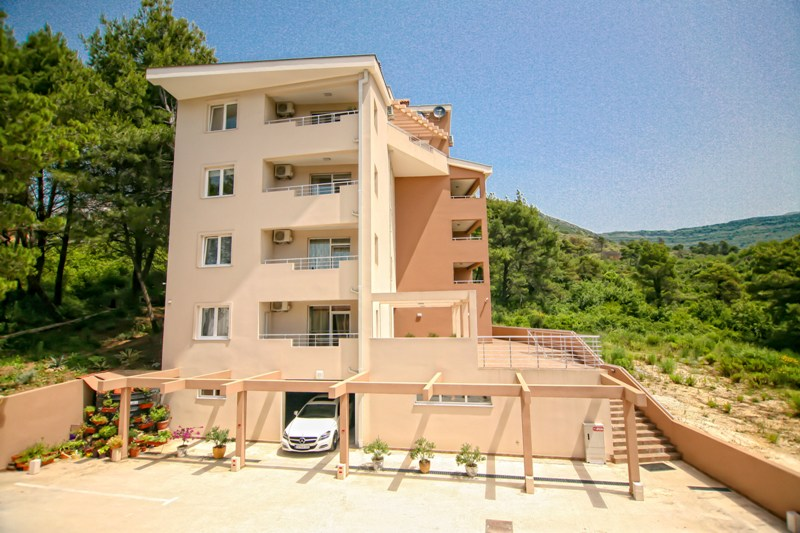 Spacious two-bedroom apartment in Tivat
