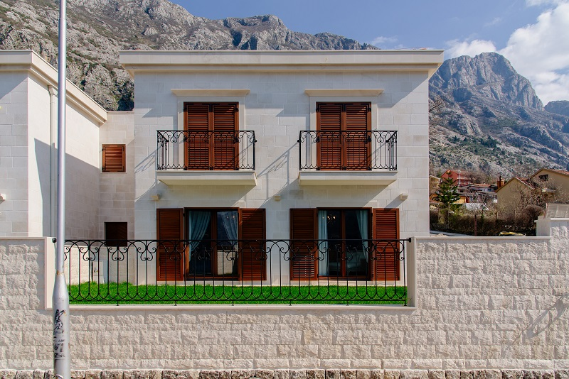 Waterfront villa located in community in Boka Kotorska