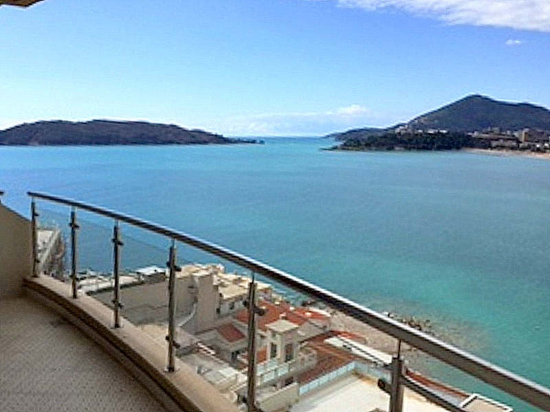 Waterfront apartment with stunning view over the sea