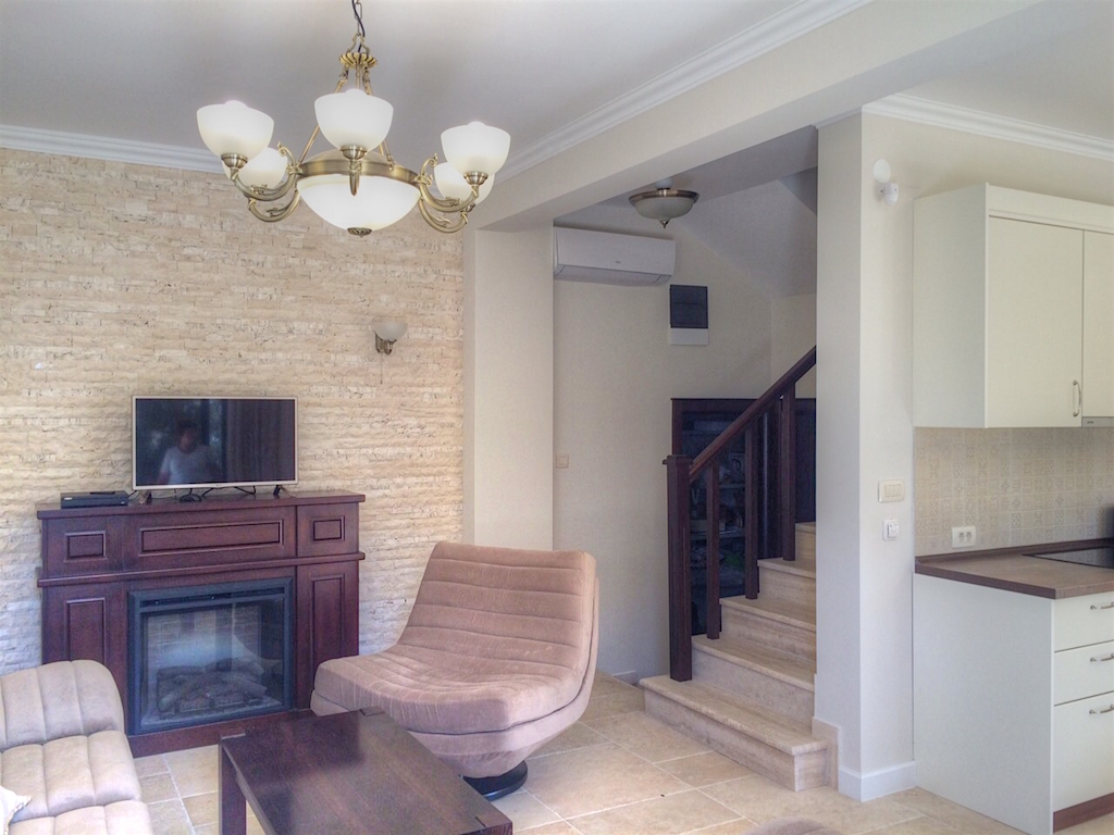 Townhouse in gated community with swimming pool