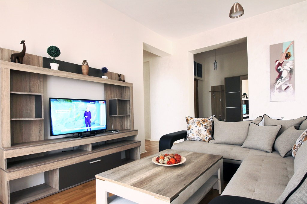 3 bedroom apartment in frontline residential building