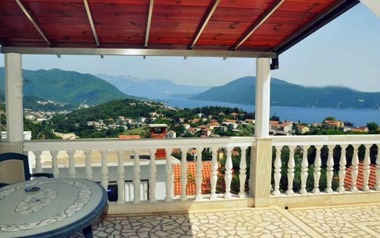 Villa with beautiful sea view in the centre of Herceg Novi
