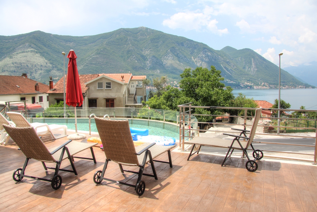 1 bedroom apartment in new building in the Bay of Kotor