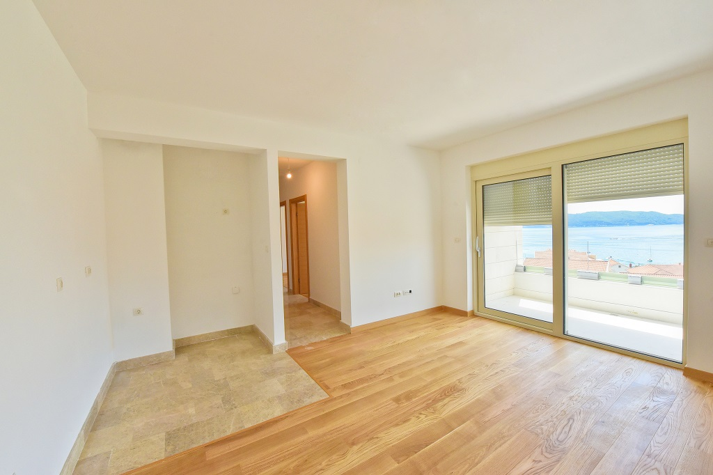 1 bedroom apartment with sea view in new building
