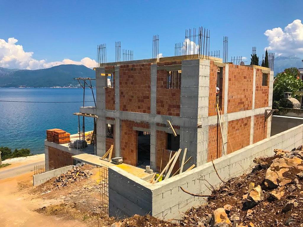 Frontline villa in the Bay of Kotor