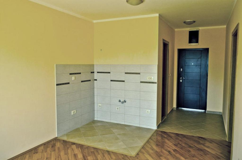 One-bedroom apartment in residential complex with swimming pool
