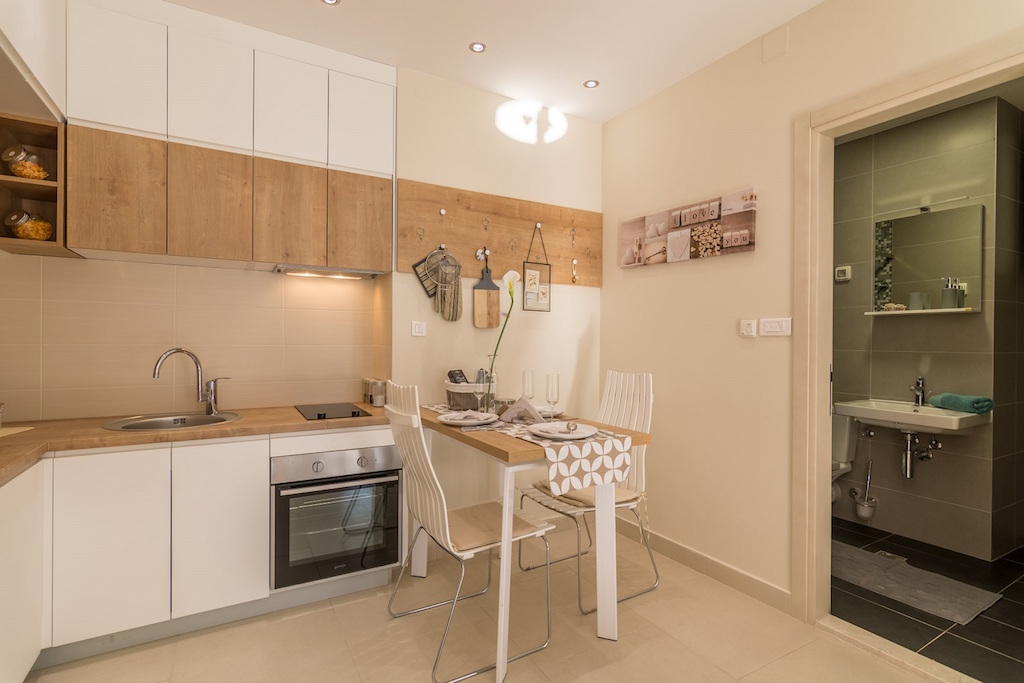Studio in gated development with pool