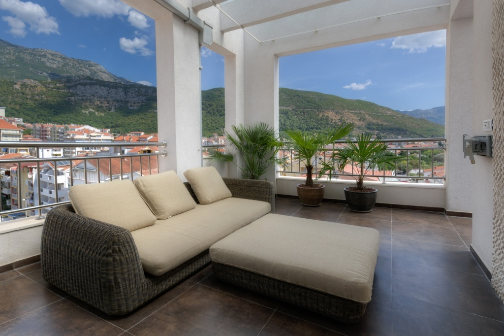 Two-bedroom apartment in the centre of Budva