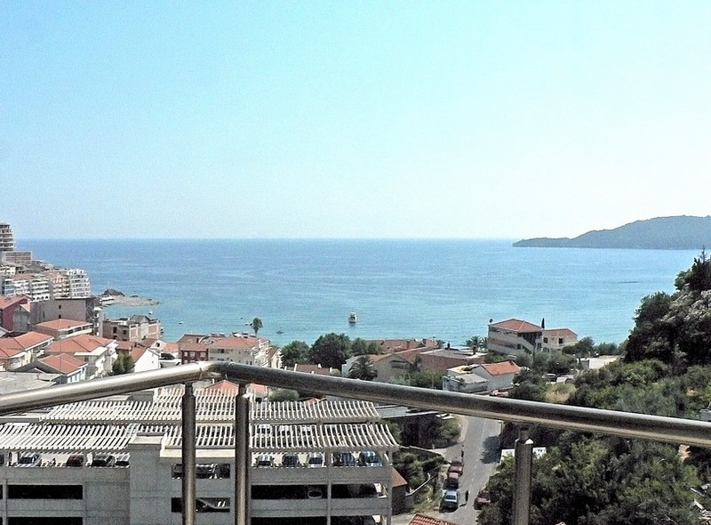 2 bedroom apartment with excellent sea view