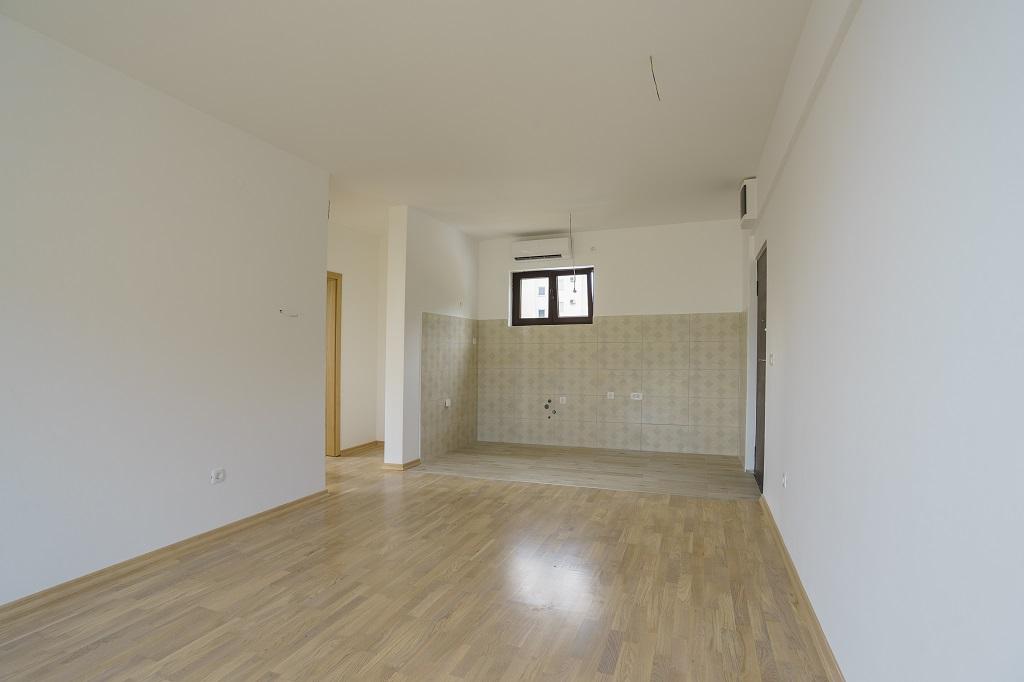 Apartment in the new condo building with panoramic sea view, Rafailovici