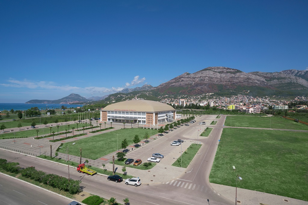 Spacious apartment in the very center of Bar