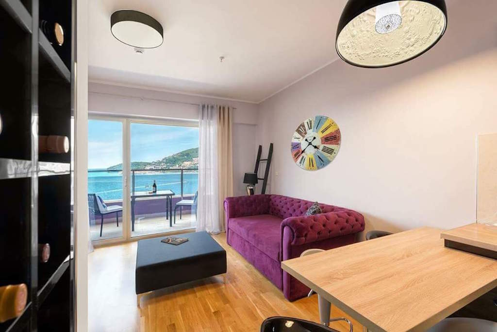 Furnished apartment in the waterfront condo complex