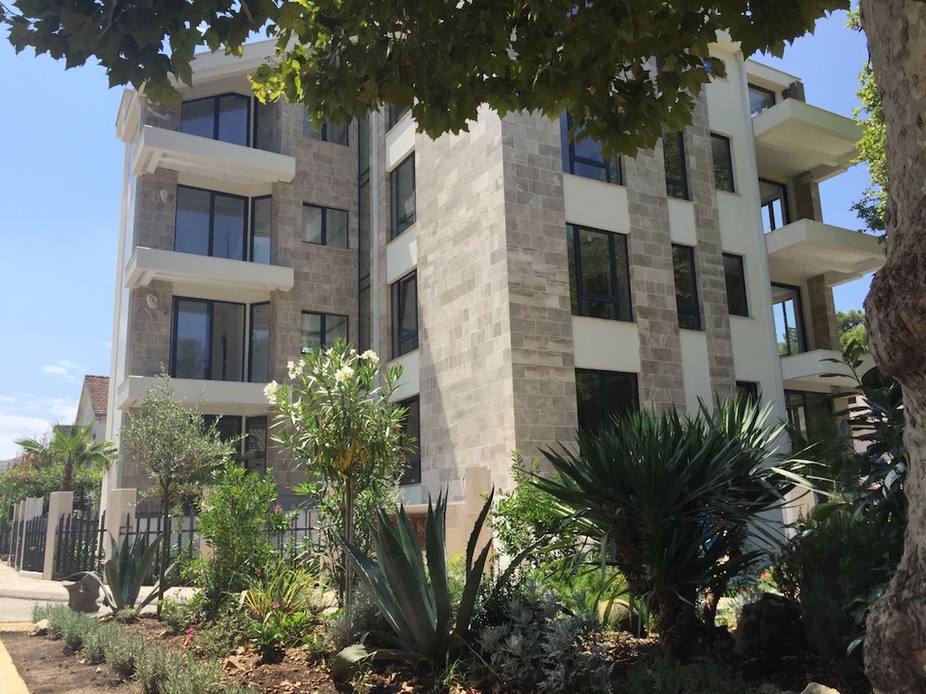 Luxury one-bedroom apartment near Porto Montenegro
