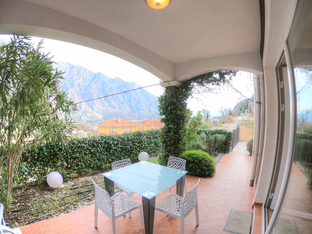 Apartment with frontyard in Boka Kotor bay, Orahovac