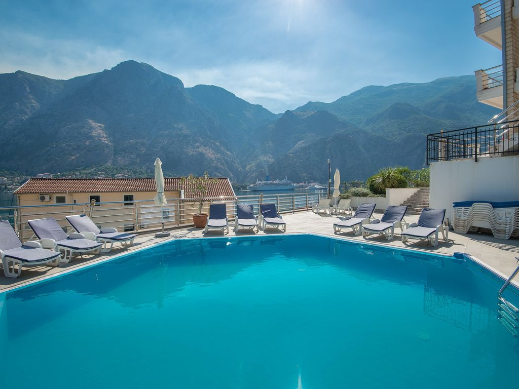 Spacious apartment with astonishing view of the Boko-Kotor Bay, Montenegro