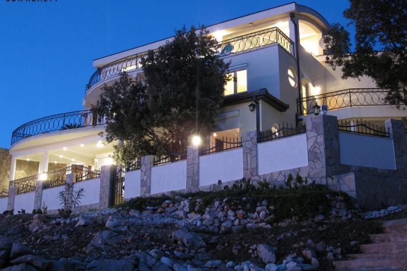 Luxury villa within 20 m from the sea coast