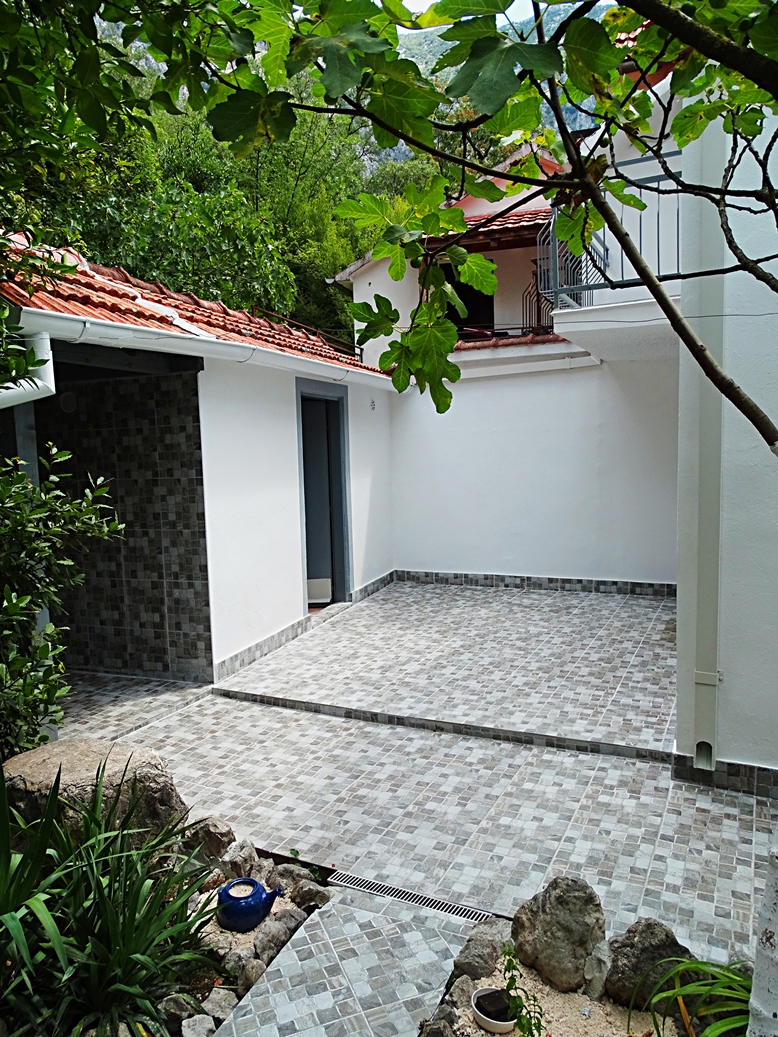 House with garden in the quiet area of Orahovac
