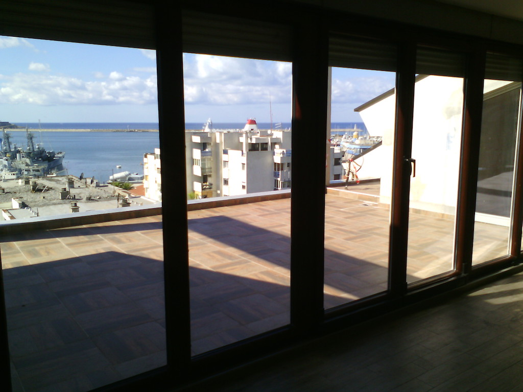 Spacious three-bedroom apartment within 100 m from the sea