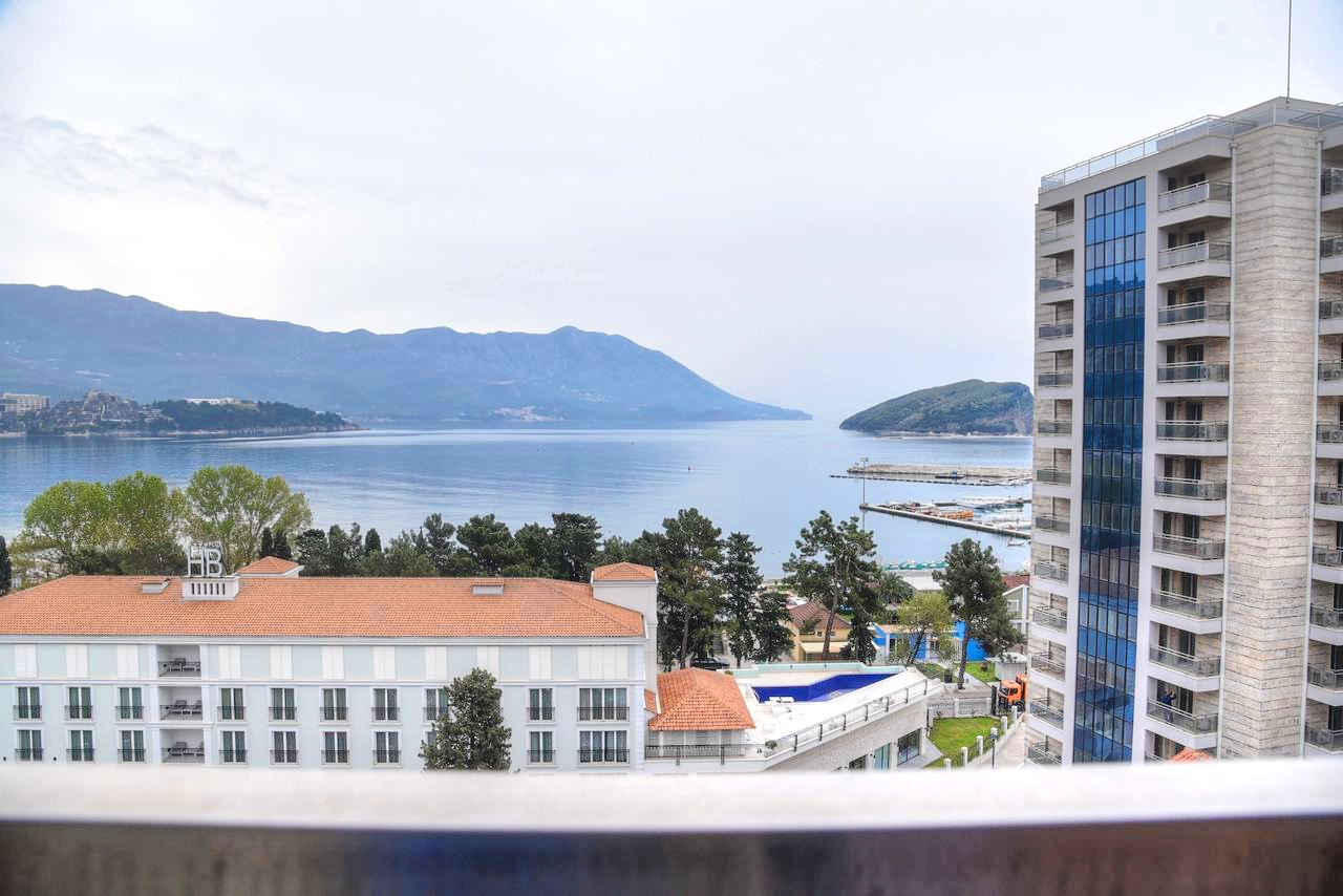 Waterscape apartment in new building on the shore