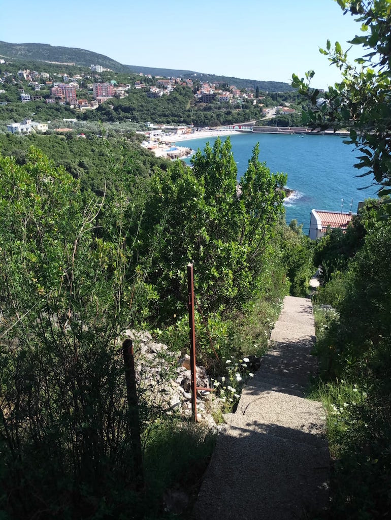 Land plot for building a house within 200 m from the beach