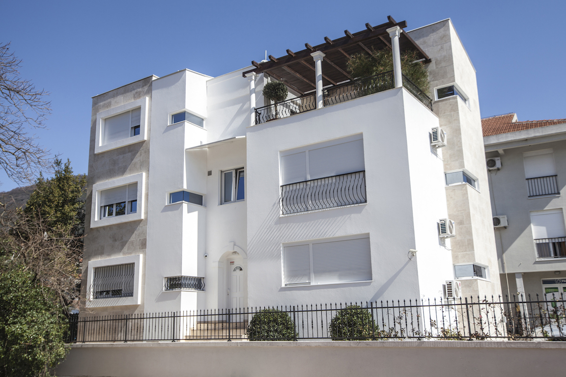 Spacious modern apartment within 80 m from the sea in Tivat