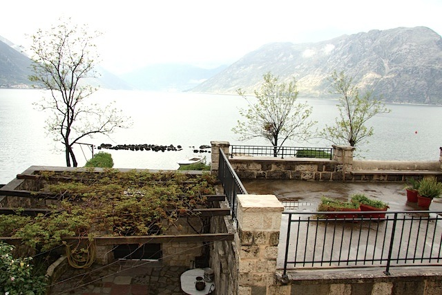 Old luxury home in the suburbs of Kotor