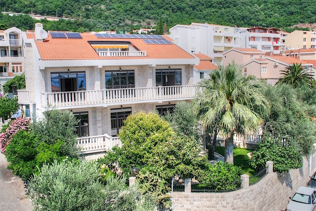 Luxury villa in Petrovac