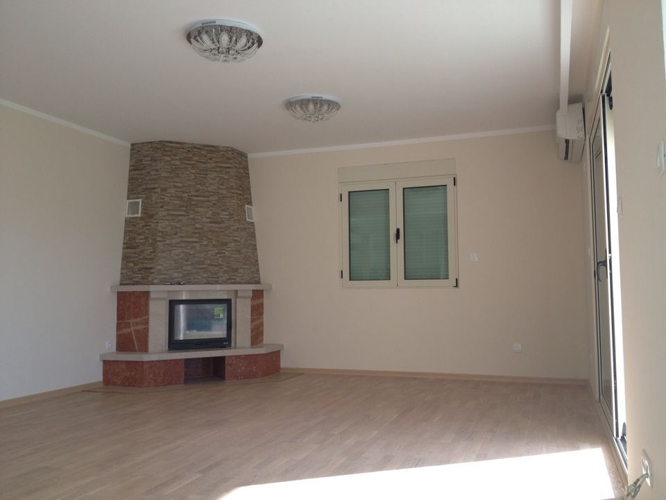 Spacious apartment with fireplace in Becici