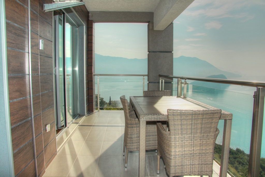 Apartment with amazing sea view in development