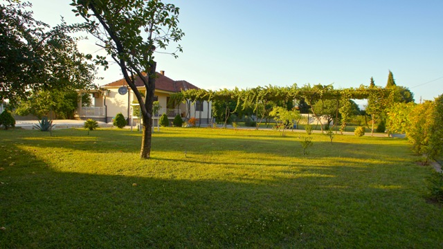 The house with swimming pool in the suburb of Podgorica