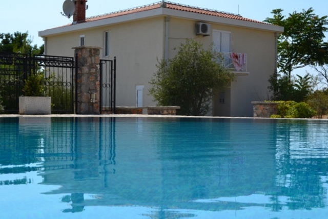 Villa in community with outdoor pool in Bigova