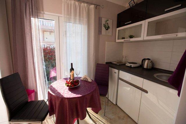Apart hotel in quiet area of Budva
