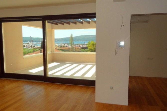 Apartment in new building close to Porto Montenegro