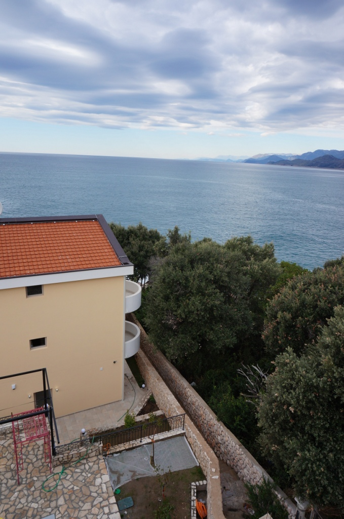 The villa with private beach in Utjeha